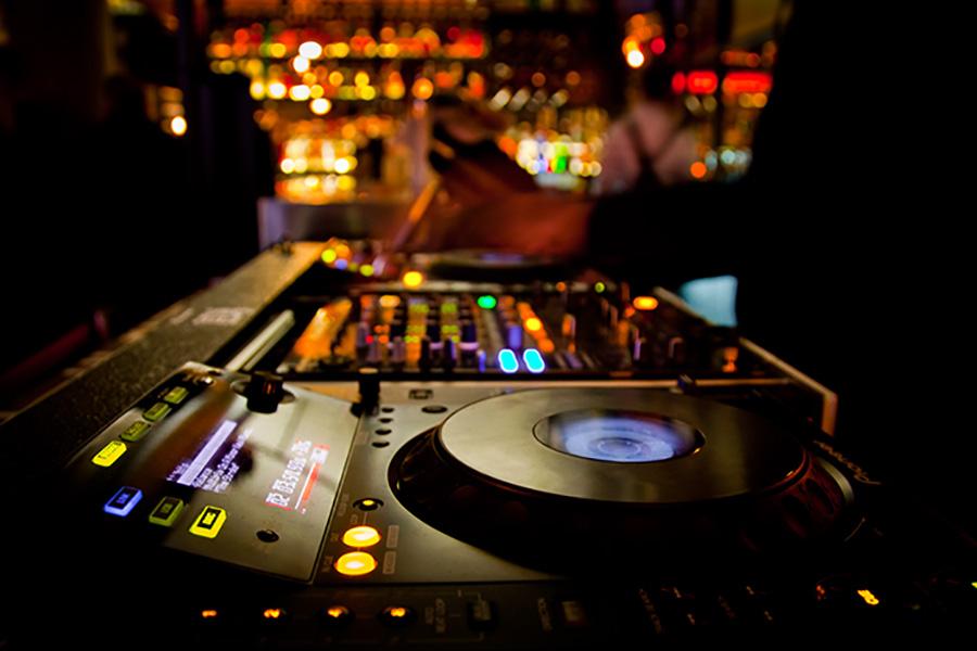 DJs Fridays & Saturdays